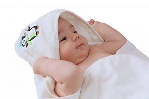 Crystal Baby Smile Sortie de Bain en Bambou avec Capuche pour Bébés - 90x90cm Grande - Qualité Supérieure, Douce et Très Absorbante - Couleur Unisexe pour Garçons ou Filles - Cadeau Parfait de la marque Crystal-Baby-Smile image 0 produit