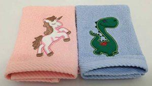 Harwoods Serviette de Toilette en Flanelle pour Enfant Motif Licorne et Dinosaure de la marque Harwoods image 0 produit