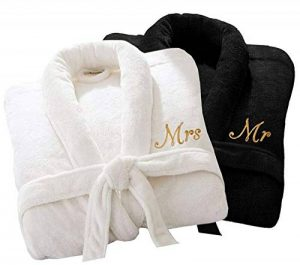 Home N Living Peignoir de Bain de Luxe personnalisé pour Elle ou Mr Mrs 100% Coton éponge Extra Absorbant avec Ceinture, 100% Coton, White Mrs/Black Mr, One Size Fits All M/L/XL de la marque Home N Living image 0 produit