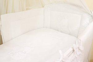 Literie de bébé ensemble set complet 3 pièces Housse de couette Taie d'oreiller Tour de lit 100% coton avec broderie motif brodées nounours/ourson pour fille garçon (120x60cm, Blanc) de la marque BELLO image 0 produit