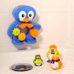 LUDI - Un grand pingouin pour jouer à l'heure du bain. Dès 12 mois. Fixations ventouses. Coffret de jeux d'eau : moulins, verres gigognes percés, coupelle et 3 petits pingouins - réf. 2240 de la marque Ludi image 4 produit