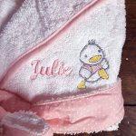 Peignoir de bain PETITS CANARDS ROSE personnalisé et brodé avec le prénom de bébé, 1an et 2ans, cadeau de naissance, cadeau bapteme, garçon fille, cadeau personnalisé bébé de la marque N/D image 2 produit