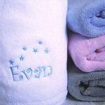 Plaid couverture personnalisée pour bébé, douce, BLANC, ROSE, CIEL ou GRIS, 105x75cm, cadeau de naissance, cadeau bébé, cadeau baptême, plaid poussette, plaid cosy de la marque N/D image 1 produit